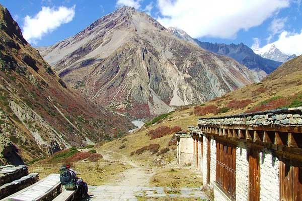 Nepal-Tea-House-Trekker-Mountain-View