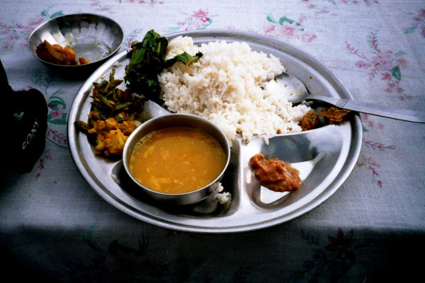 Food-and-Drinking-Water-on-an-Everest-Base-Camp-Trek-dhal-bhat