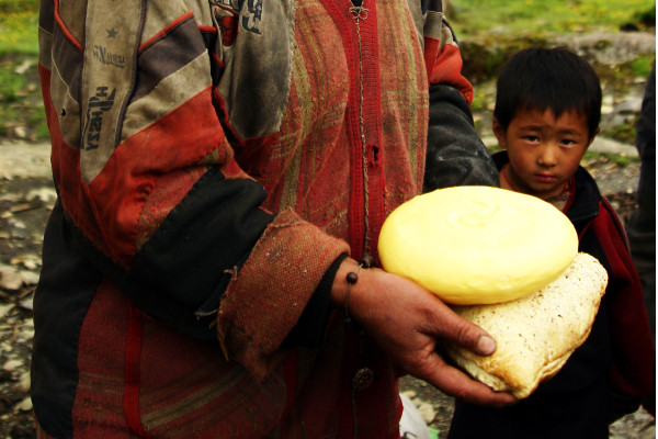 Food-and-Drinking-Water-on-an-Everest-Base-Camp-Trek-yak-cheese