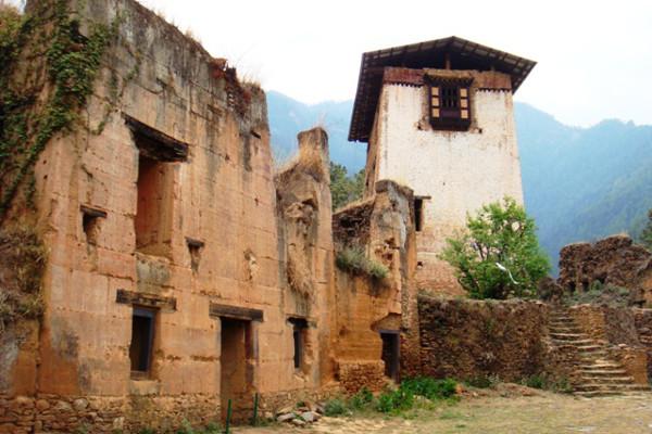 best-places-to-visit-in-bhutan-Drukgyel-Dzong