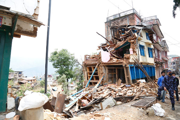 buildings-collapsing-in-earthquake-featured