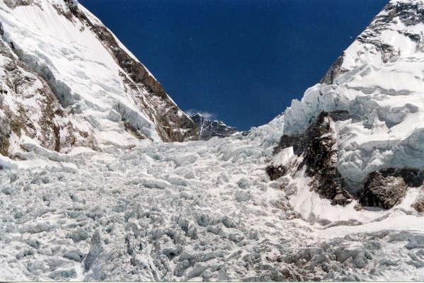 everest-sherpas-khumbu-icefall