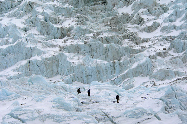 khumbu-icefall-avalanche-2014-featured