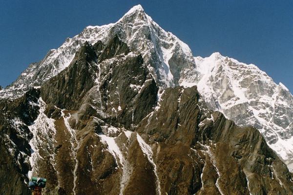 peak-climbing-in-nepal-lobuche