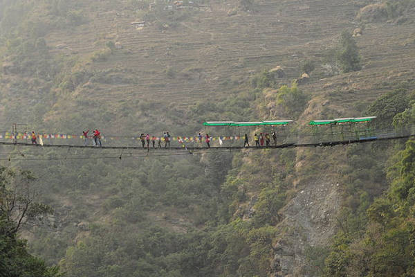 short-treks-in-nepal-view-from-poon-hill-bhote-koshi-bridge
