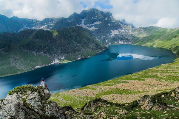 best-treks-in-india-featured