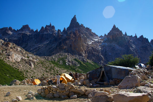 best-day-hikes-in-patagonia-refugio-frey