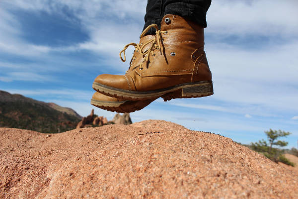 tips-to-stay-comfortable-on-long-hikes-featured
