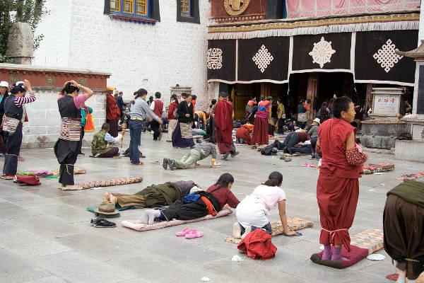 limi valley trek people praying Mountain IQ