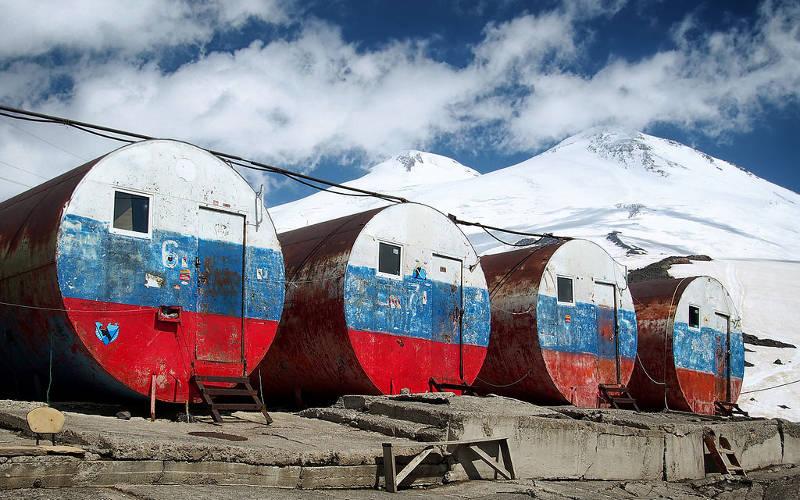 Mount-Elbrus-climb-barrels