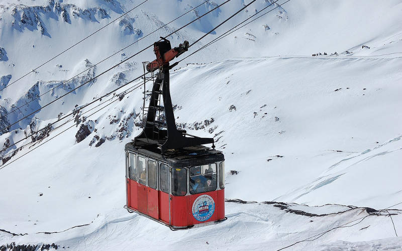 Mount-Elbrus-climb-cable-car