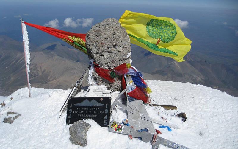 Mount-Elbrus-climb-summit
