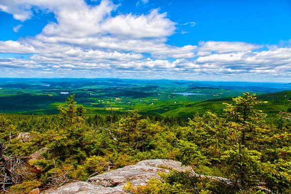 Hiking-near-Boston-Mount-Monadnock