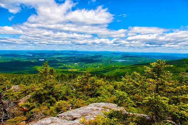 Hiking-near-Boston-Mount-Monadnock