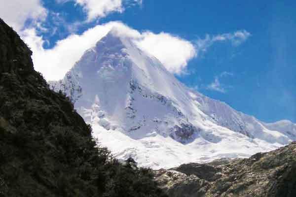 Artesonraju-Cordillera-Blanca-Andes