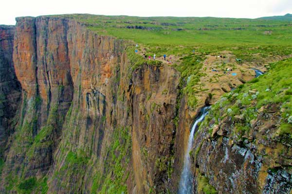 Amphitheatre-Hike-in-South-Africa