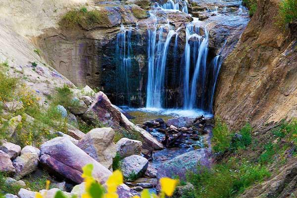 Castlewood-Canyon-State-Park-Hikes-near-Denver-Colorado-USA