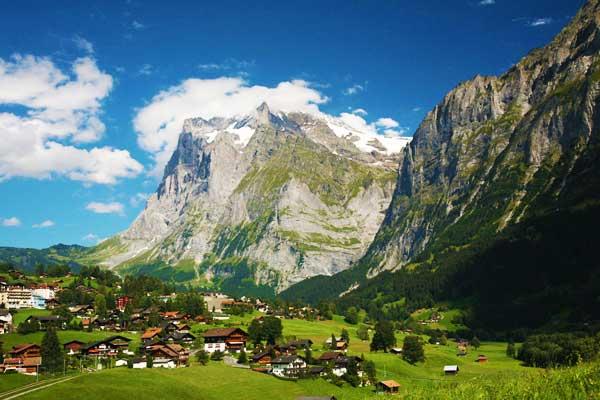 Grindelwald Hike to Lauterbrunnen in Switzerland
