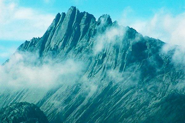 Puncak-Jaya-Carstensz-Pyramid-photo