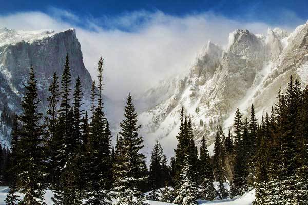Hallett-Peak-Rocky-Mountains-USA