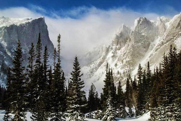 Hallett-Peak-Rocky-Mountains-USA