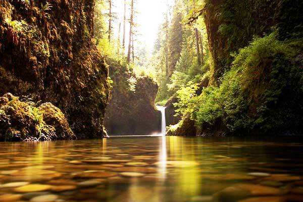 Punchbowl-Falls-Portland-Oregon-USA