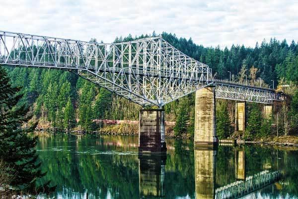 The-Bridge-of-Gods-Pacific-Crest-Washington-USA