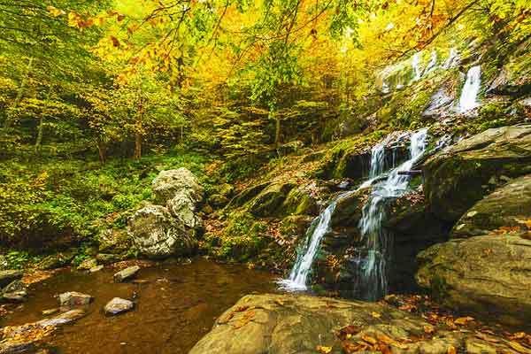 Virginia-hikes-appalachian-trail