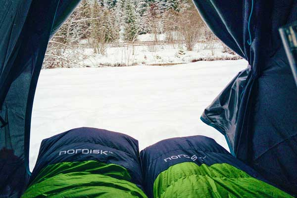 Down-vs-Synthetic-Sleeping-Bag-and-Jackets