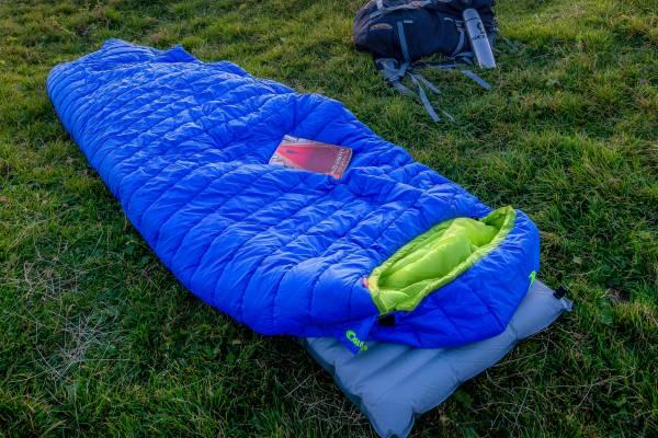 best-backpacking-sleeping-bag-under-100