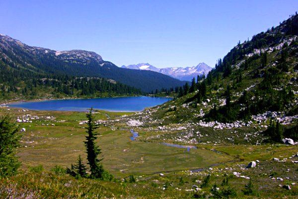 whistler-hikes-rainbow-lake