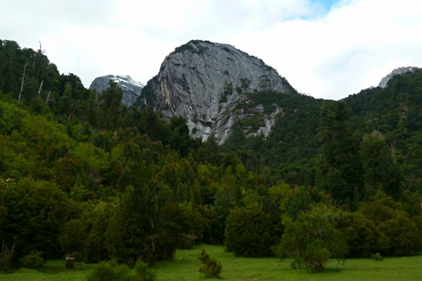 Cochamó-Valley-hiking-in-chile