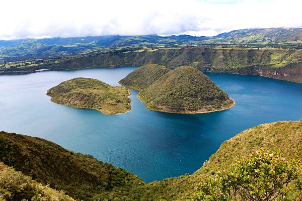 Cuicocha-lake-hiking-in-ecuador