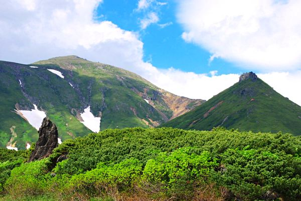 Daisetsuzan-National-Park-hiking-in-Japan