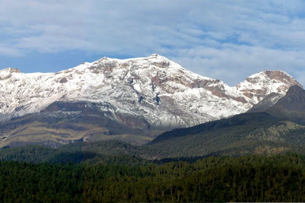 Iztaccihuatl-volcano-mexico