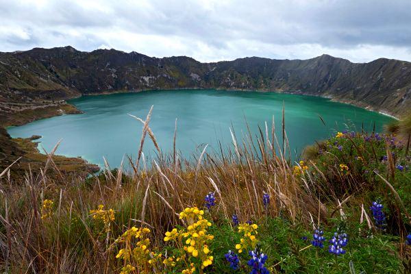 Quilotoa-Lake-hiking-in-ecuador
