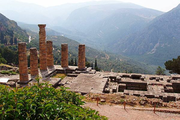 Temple-of-apollo-hiking-in-greece