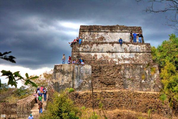 Tepozteco-pyramid-mexico-hiking