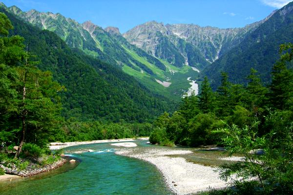 kamikochi-azusa-river-hiking-in-japan