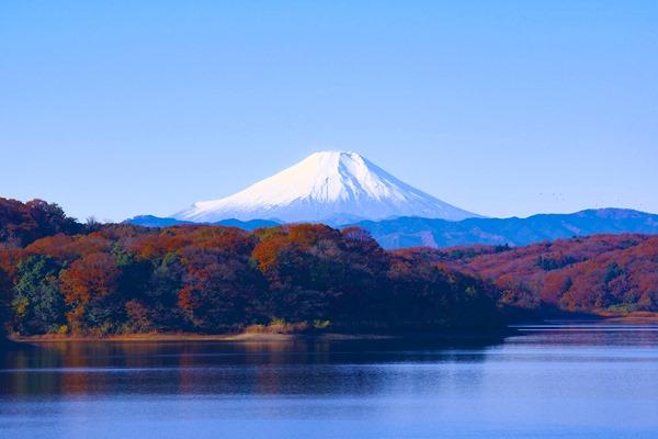 lake-hiking-mt-fuji