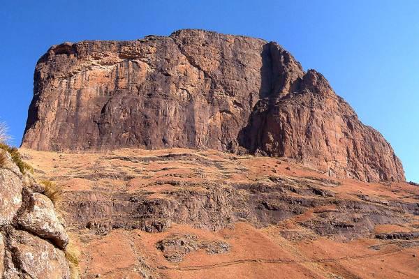 sentinel-peak-hiking-in-south-africa