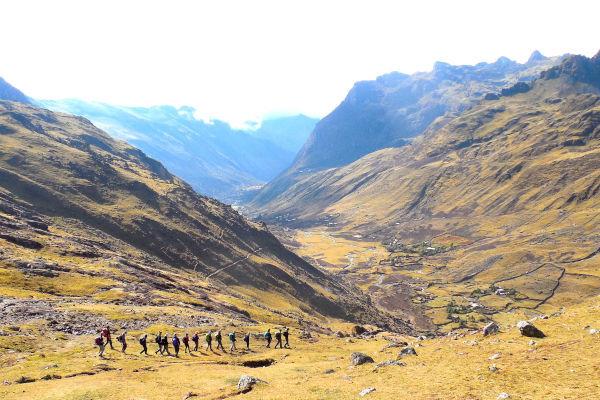lares trek hikers